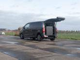 Peugeot Traveller rolstoelbus van Freedom Auto Aanpassingen oprijplaat omhoog