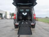 Freedom Auto Aanpassingen Peugeot Traveller rolstoelbus oprijplaat omlaag