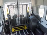 Rolstoellift voor rolstoelbus van Freedom Auto Aanpassingen binnenkant