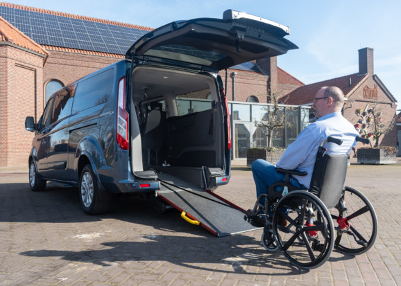 Ford Tourneo Custom Independence rolstoelbus van Freedom Auto Aanpassingen