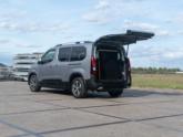 Peugeot Rifter rolstoelauto van Freedom Auto Aanpassingen oprijplaat omhoog