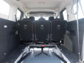 Peugeot Rifter rolstoelauto van Freedom Auto Aanpassingen bodemverlaging interieur