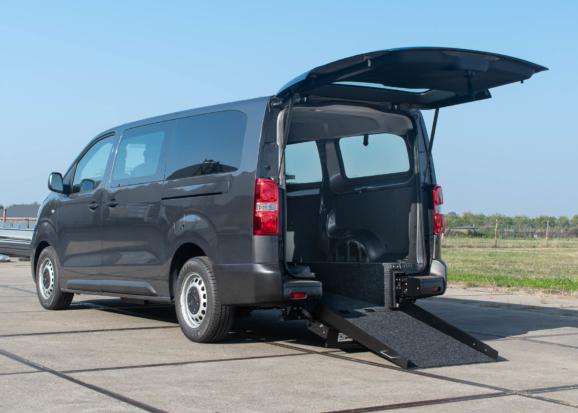 Opel Vivaro rolstoelauto van Freedom Auto Aanpassingen