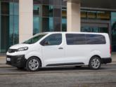 Opel Vivaro rolstoelbus van Freedom Auto Aanpassingen zijkant