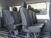 Rolstoellift voor rolstoelbus van Freedom Auto Aanpassingen zitplaatsen